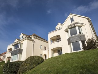 6 CHICHESTER COURT, Spacious apartment situated in exclusive development, south