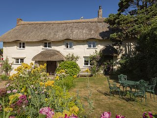 HIGHER COLLATON COTTAGE, country views, traditional character, garden, parking