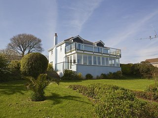 SEAWAY HOUSE, sea views, nearby beaches, sunroom, garden/terrace