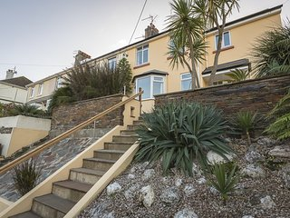 HOME, terrace/garden, barbecue, level walk to Salcombe town centre, snug/den