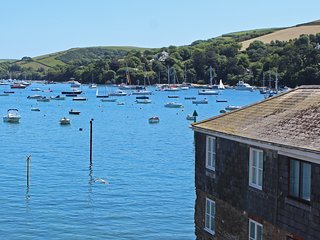 8B FORE STREET, central Salcombe location, harbour and estuary views, two bedroo