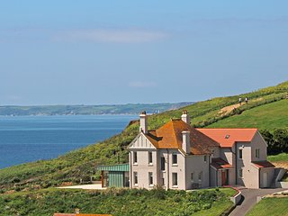 DRAKE HOUSE, luxury seaside setting, stunning sea view, short walk to Hope