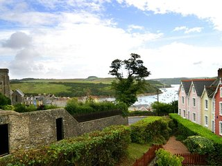 4 THE ELMS, central location, short walk to centre of Salcombe, estuary views, o
