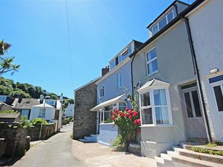 CRAB COTTAGE, mid terrace cottage, one parking space, short walk to Salcombe, wo