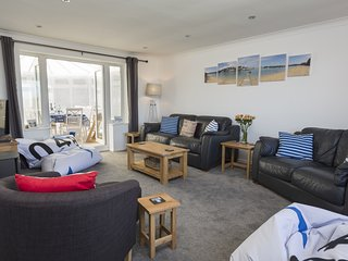 ROCKPOINT, quiet Salcombe location, terrace/garden, barbecue, wood-burning stove