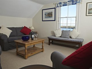 7 GLENTHORNE HOUSE, estuary views, near central Salcombe, wifi, parking.