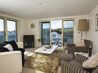 ESTUARY VIEW, near to centre of town, very near estuary, balcony with furniture,