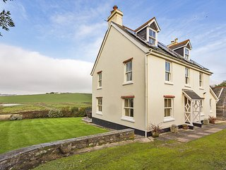 THORNBROOK, dog-friendly, coastal location close to Thurlestone Sands beach, pri