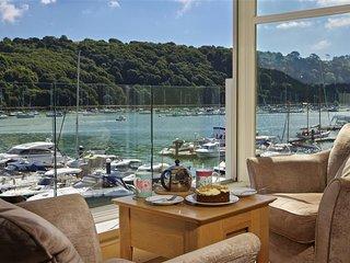 22 DART MARINA, central Dartmouth, river views, spa facilities, Wifi.