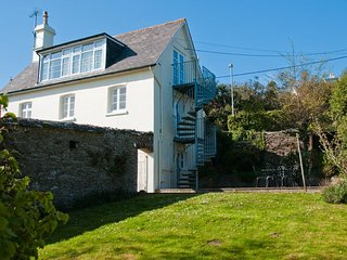 BLACKSTONE COTTAGE, dog-friendly, gardens, terrace, close to beach