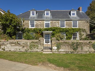 LOWER EASTON FARMHOUSE, Grade II listed farmhouse, dog-friendly, garden, firepla