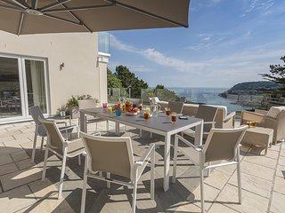 THE SANDS, dog-friendly, estuary views, close to beach, balcony