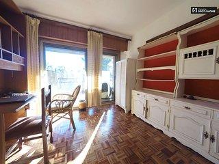 Habitacion amplia con gran terraza en el centro de Granada