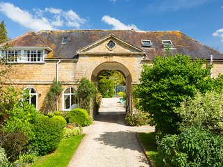 Group of 5 cottages in stunning grounds, sleep 28. Tennis Court, Pool, Billiards