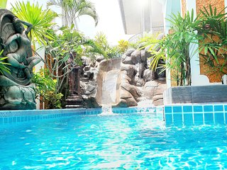 JOOPLAND - The Luxury Tropical Villa PATTAYA PRIVATE POOL JACUZZI GOOD LOCATION