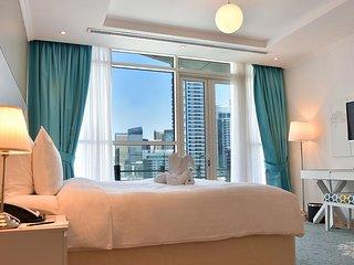 2BR With Rooftop Pool, Dubai Marina