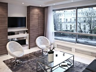 Brand new, beautiful and peaceful Champs Elysees vicinity apartment