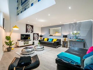 Stunning 2 Bedroom Apartment by the River Thames