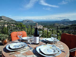 Great Getaway Apartment with Stunning Mountain and Sea Views on the Costa Blanca