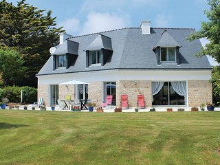 4 bedroom Villa in Fouesnant, Brittany, France : ref 5609039