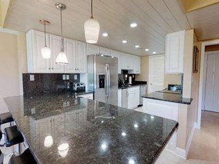 New Listing in Best Location! Walk to Coligny Beach & Plaza! Steam Shower, Pool,