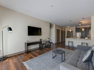 Deluxe Apartment Near Military Park by Mint House