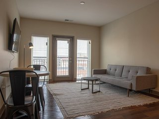 Luxury One Bedroom in Downtown Indy by Mint House