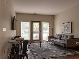 White River Luxury Highrise 1BR by Mint House