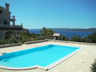 SEAVIEW POOL VILLA FOR RENT DRVENIK VELIKI TROGIR