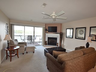 VIEW FOR MILES! Main Channel*2 Bed/2 Bath (sleeps 6)* Beautiful! VERY CLEAN!