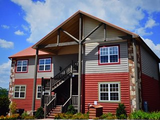 1 BR Condo in Pigeon Forge Tennessee near Dollywood and the Great Smoky Mountain
