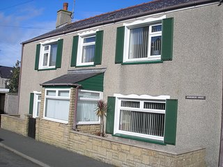 Detatched 3 bedroom cottage stile house.