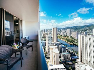 Rarely Available 2BR, 2BA, Free Parking Royal Kuhio Condo With Stunning Views