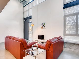 **** Incredible 1 Bed/1.5 Bath Loft ****