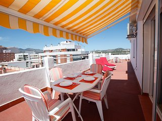 Sunny Penthouse 45m2 Roof Terrace - 200 m to the Beach