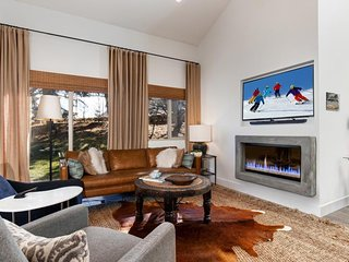 Luxury Canyon Village retreat w/ high-end finishes, steps to ski access!