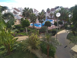 BEAUTIFUL QUIET SEAVIEW 2BR 2BA IN GATED COMMUNITY W POOL & FREE PARKING