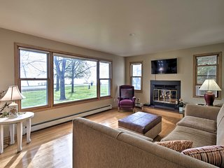 Charming Neenah House w/ Porch on Lake Winnebago!
