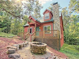 Dog-friendly, two story cabin in woods w/ screened-in deck, hot tub, pool table