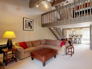 NEW LISTING! Cozy condo w/shared pool & hot tub - walking distance to ski lifts