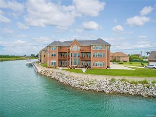Beautiful Luxury Mansion on Detroit River