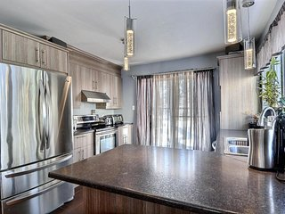 SPA - 5BR Spacious Laurentian Vacation Home - HOT TUB♨️ - Pool Table