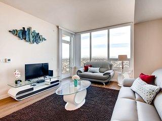 ** Amazing Luxury Suite *** Prime Downtown Location **