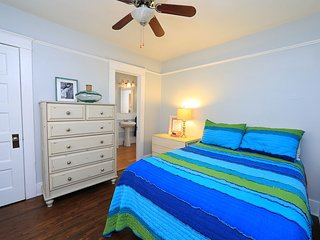 *NEW* CHIC 1BD/1BA COTTAGE - BIKE TO THE BEACH