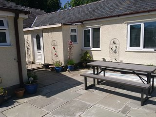 Canol Cae Cottages near Porthmadog. Pet friendly. 1 bed sleeps 3