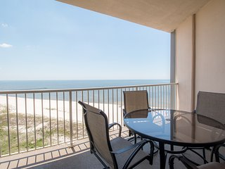 Amazing Views Penthouse w/ WiFi, Balcony, Grill, Resort Pool & Gym Access