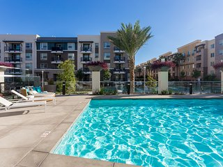 NEW MODERN 2 BED 2 BATH CONDO NEAR DISNEYLAND & CONVENTION CENTER
