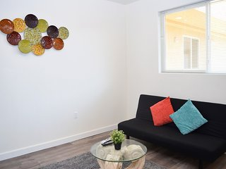 2 Bed/2 Bath Urban Style w/ 50' Flat Screen TV (F44)
