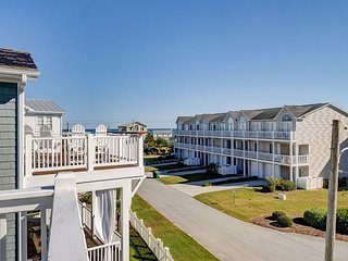 Last Chance - Spacious ocean view 5 bedroom house, pet friendly, sleeps 19!