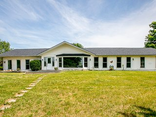5000 Sqft Farm House/party place/Marriage 5br/3wr with pond ,42 acres